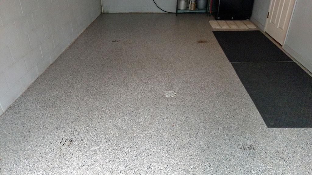 epoxy-floor-paint-with-road-tar-1-1024x576.jpg